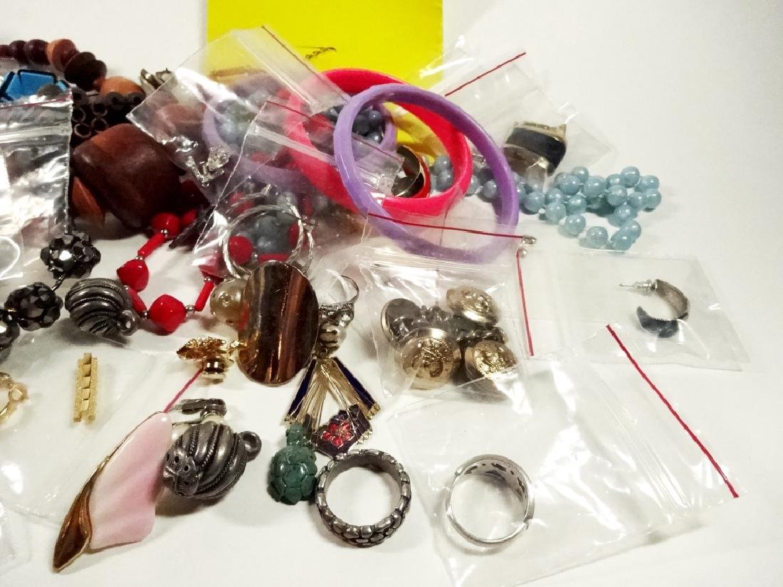 COLLECTION OF COSTUME JEWELRY & FINDINGS, MISCELLANEOUS - 3