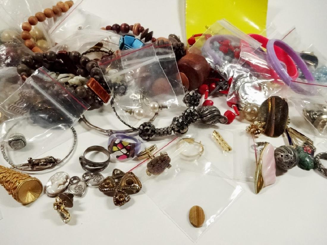 COLLECTION OF COSTUME JEWELRY & FINDINGS, MISCELLANEOUS - 4