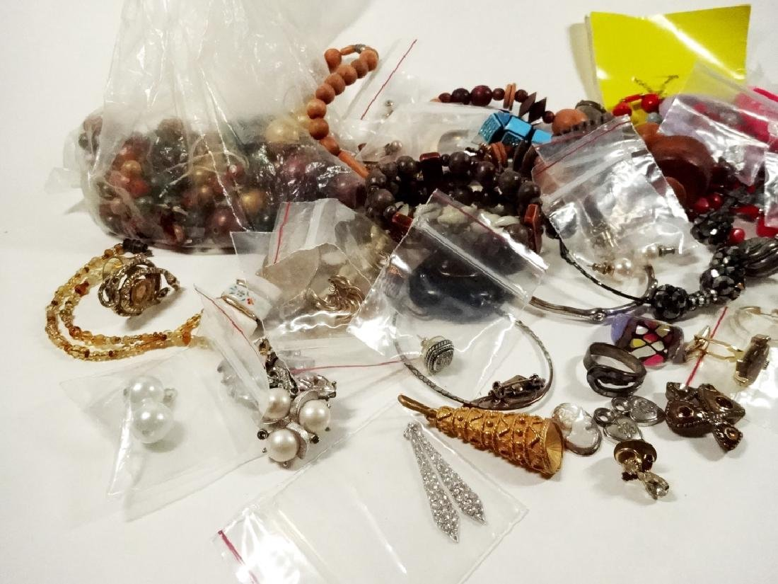 COLLECTION OF COSTUME JEWELRY & FINDINGS, MISCELLANEOUS - 5