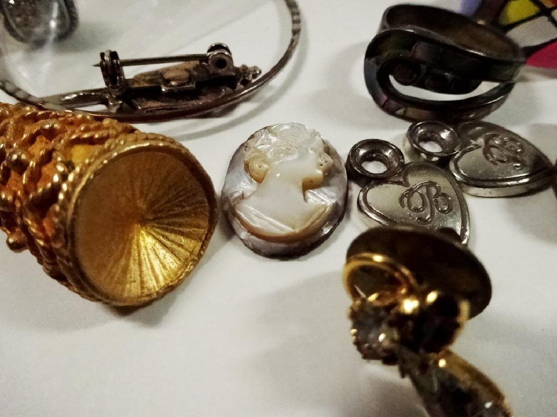 COLLECTION OF COSTUME JEWELRY & FINDINGS, MISCELLANEOUS - 8