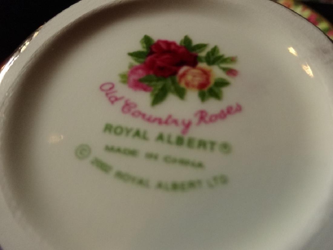 ROYAL ALBERT PORCELAIN 3 PC TEA SET, OLD COUNTRY ROSES - 4