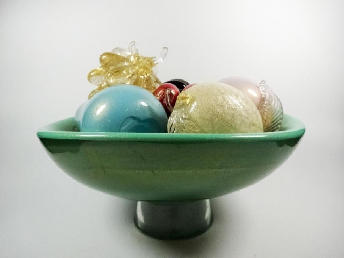 ART GLASS PEDESTAL BOWL WITH ART GLASS FRUIT, BOWL IS