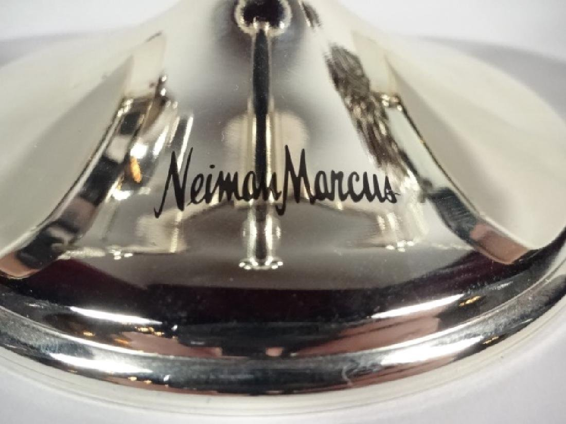 NEIMAN MARCUS BULL AND BEAR SCALE PAPERWEIGHT, APPROX - 5