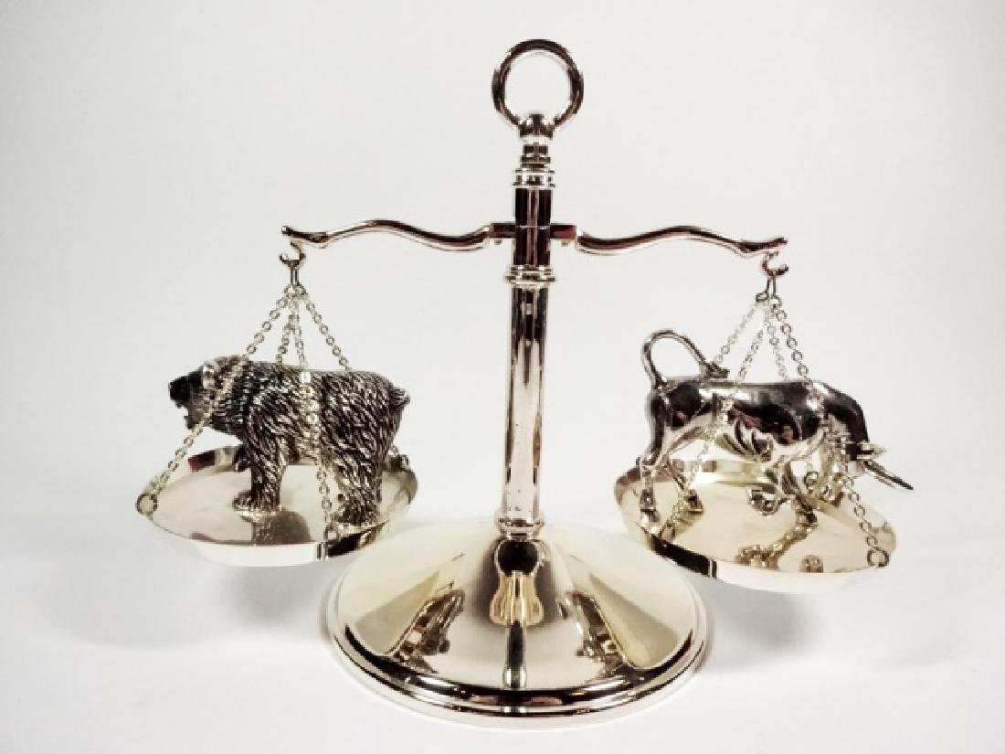 NEIMAN MARCUS BULL AND BEAR SCALE PAPERWEIGHT, APPROX - 6