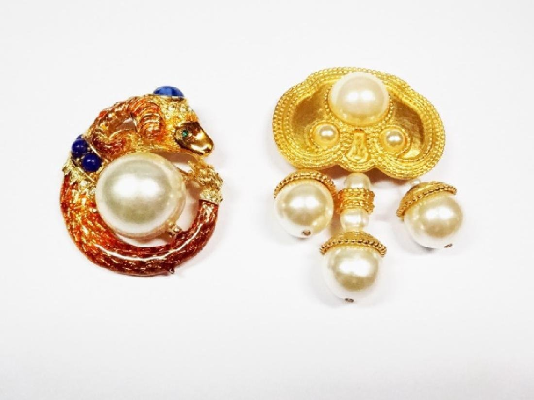 2 PC CHUNKY PINS WITH FAUX PEARL ACCENTS, RAM'S HEAD