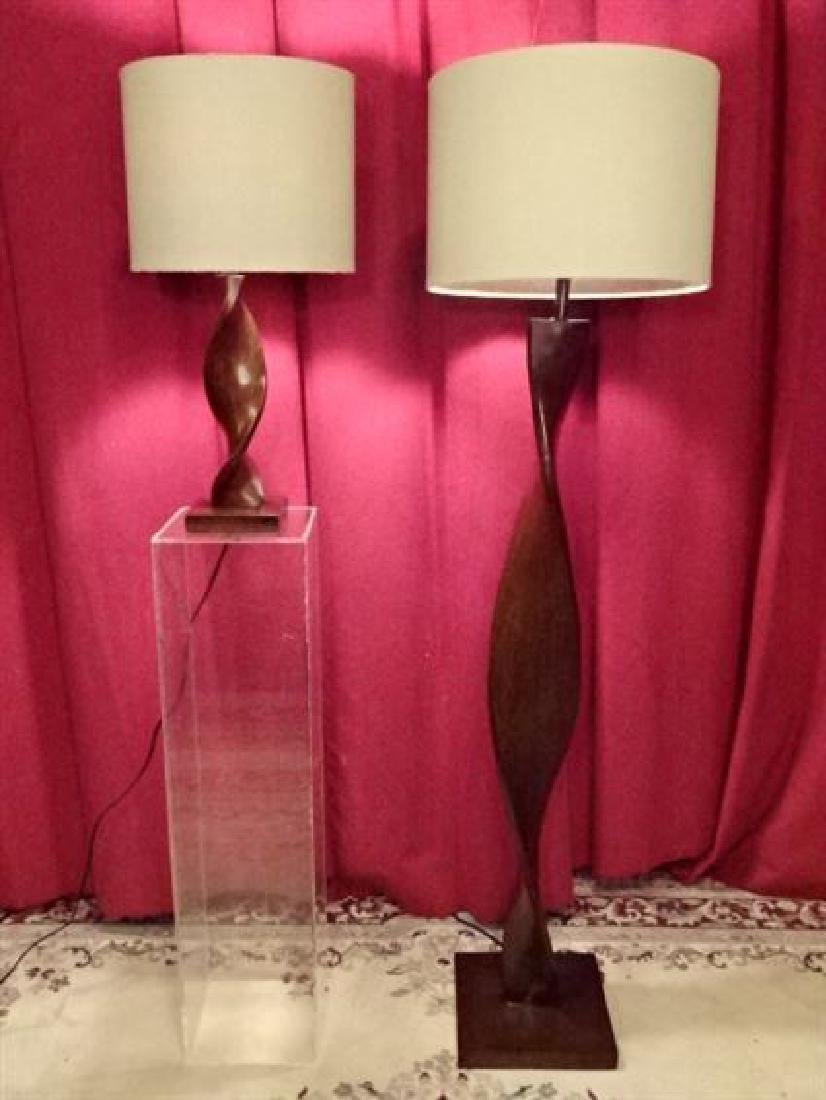 2 PC WOOD FLOOR LAMP AND TABLE LAMP, CARVED SPIRAL