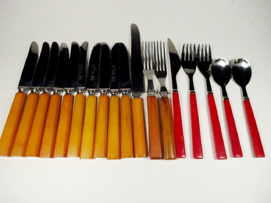 18 PC FLATWARE, INCLUDES 10 KNIVES MARKED B. THOMAS &