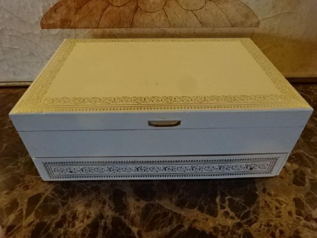 VINTAGE MELE JEWELRY BOX WHITE FAUX LEATHER WITH GOLD