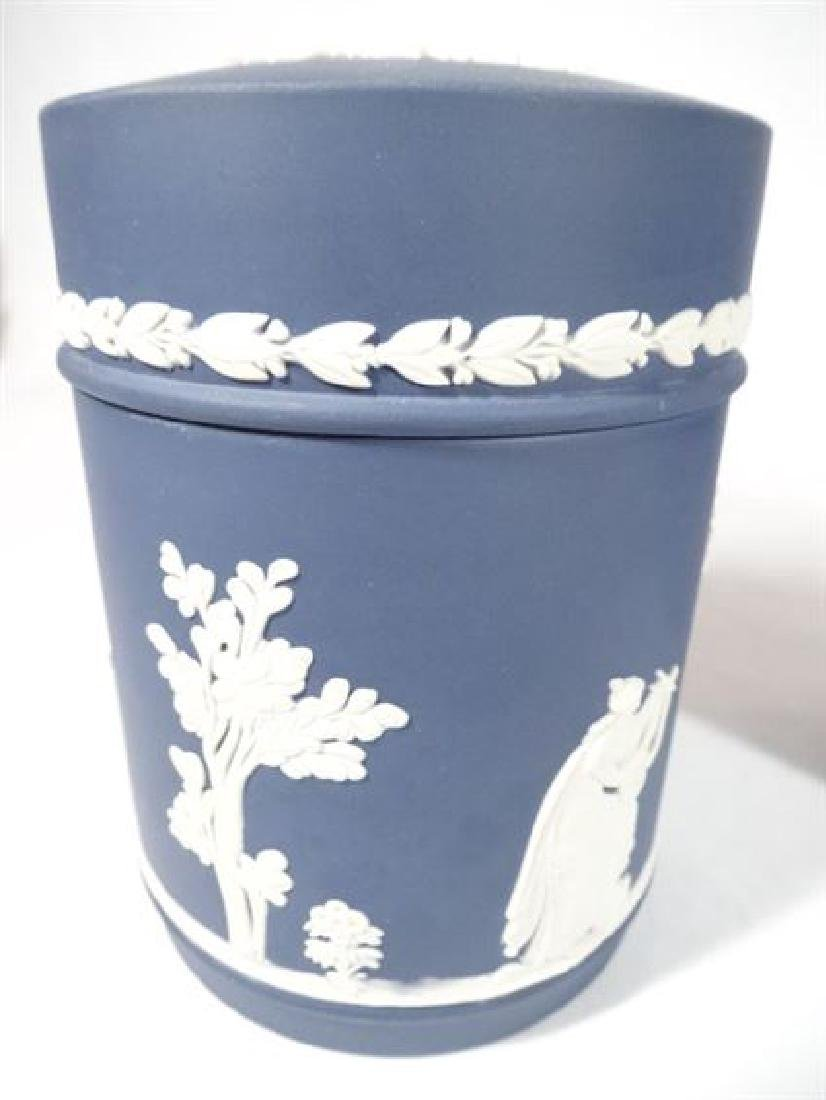 3 PC WEDGWOOD JASPERWARE PORCELAIN SERVEWARE, INCLUDES - 3