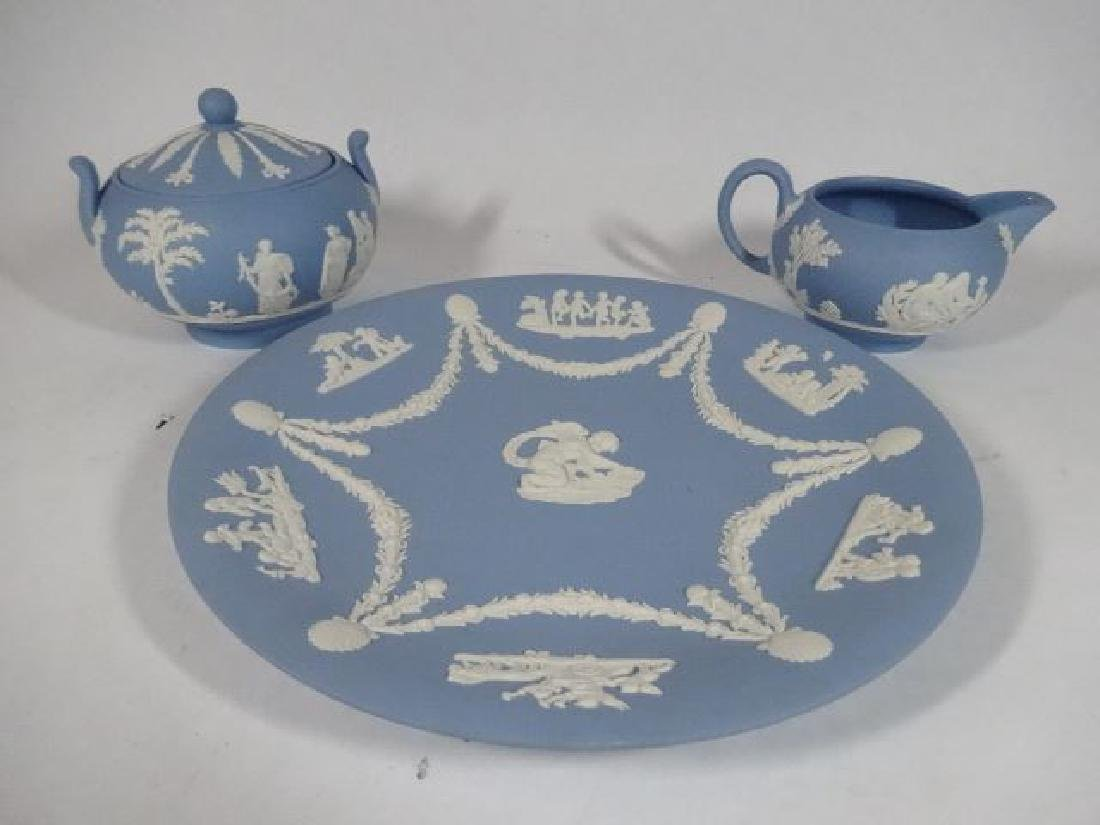 3 PC WEDGWOOD PORCELAIN JASPERWARE PLATE, CREAMER, AND