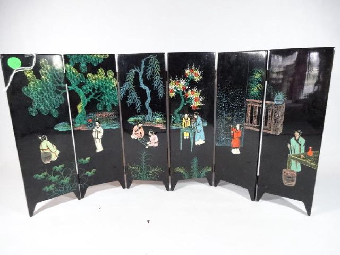TABLE TOP CHINESE SCREEN, 6 PANELS, PAINTED FIGURES AND