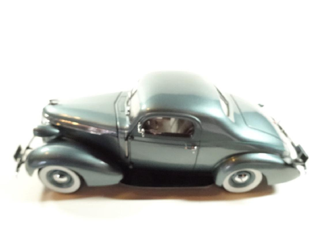 1937 STUDEBAKER DICTATOR COUPE, MINT CONDITION, DIECAST - 6