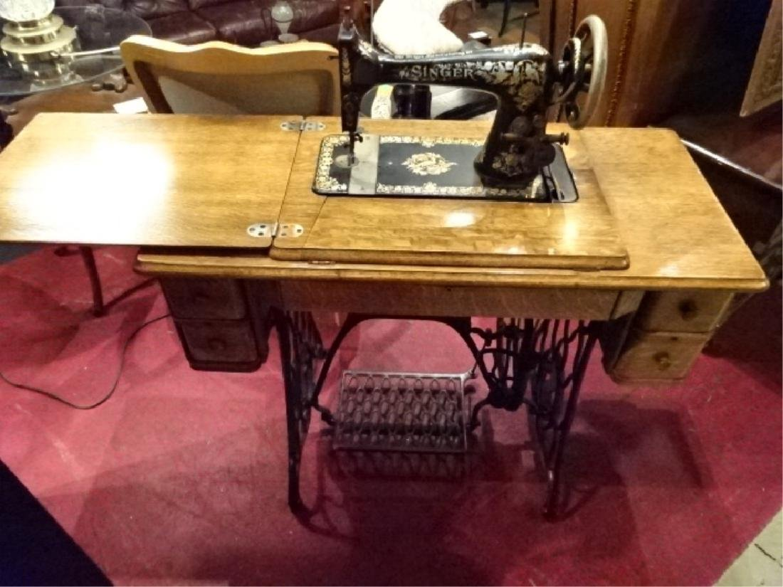 ANTIQUE SINGER SEWING MACHINE IN OAK AND IRON TABLE,