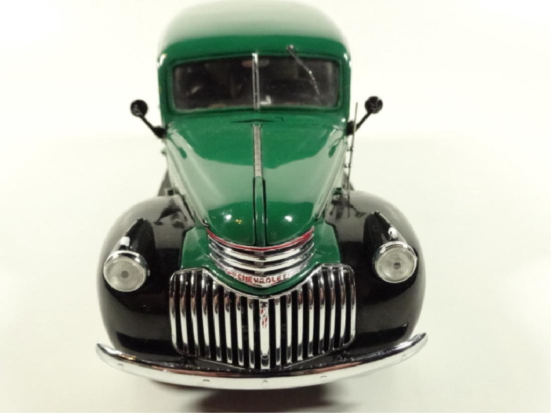 1946 CHEVROLET SUBURBAN, MINT CONDITION, DIECAST CAR BY - 2