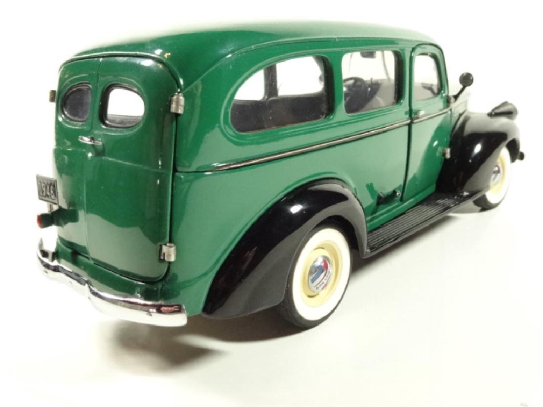 1946 CHEVROLET SUBURBAN, MINT CONDITION, DIECAST CAR BY - 4