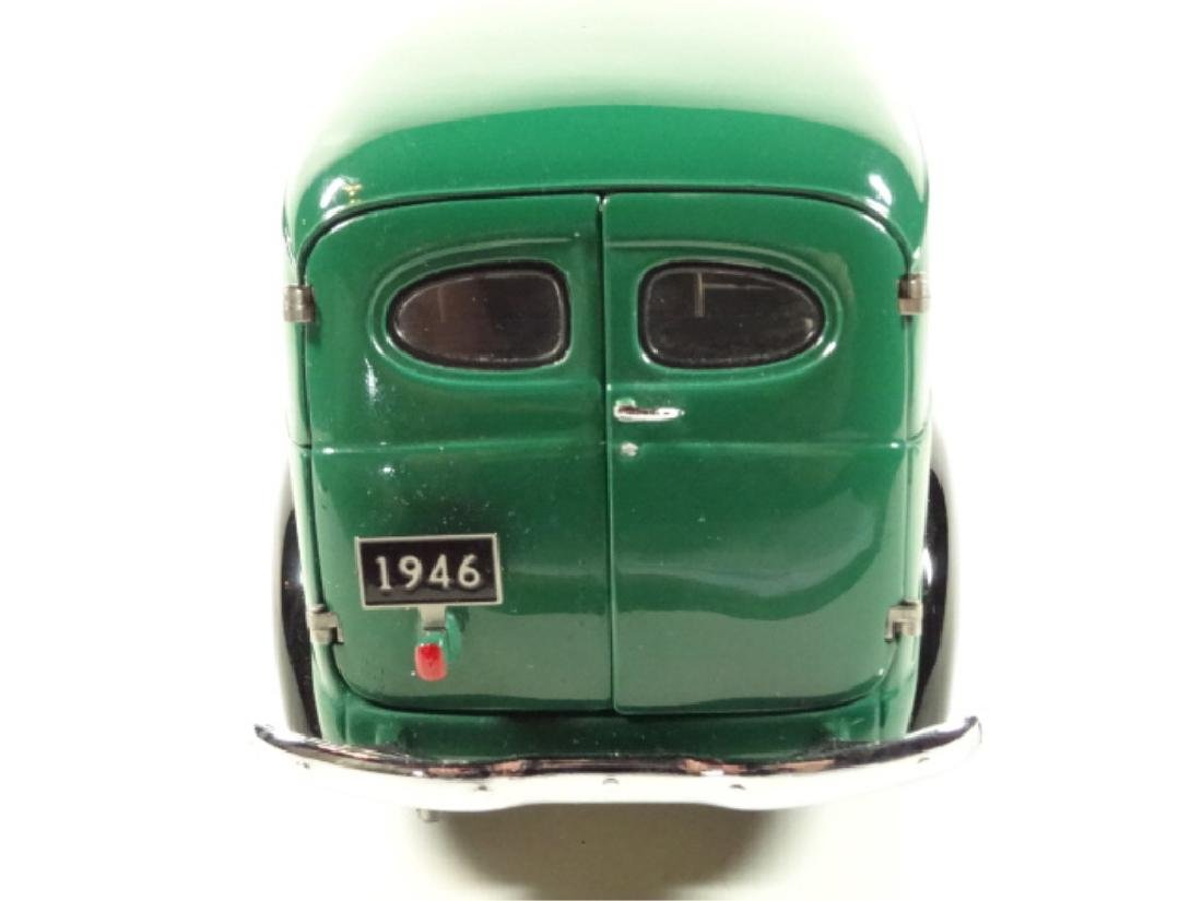 1946 CHEVROLET SUBURBAN, MINT CONDITION, DIECAST CAR BY - 5