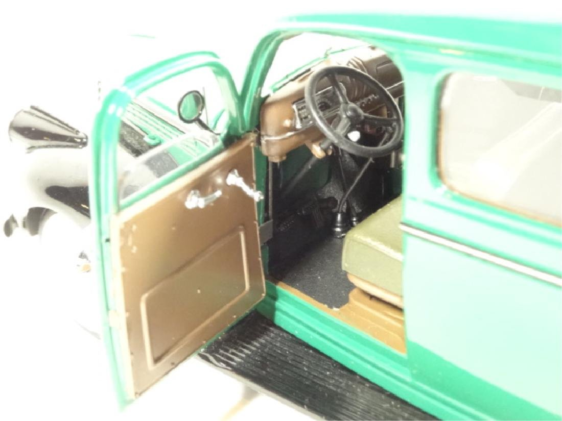 1946 CHEVROLET SUBURBAN, MINT CONDITION, DIECAST CAR BY - 6