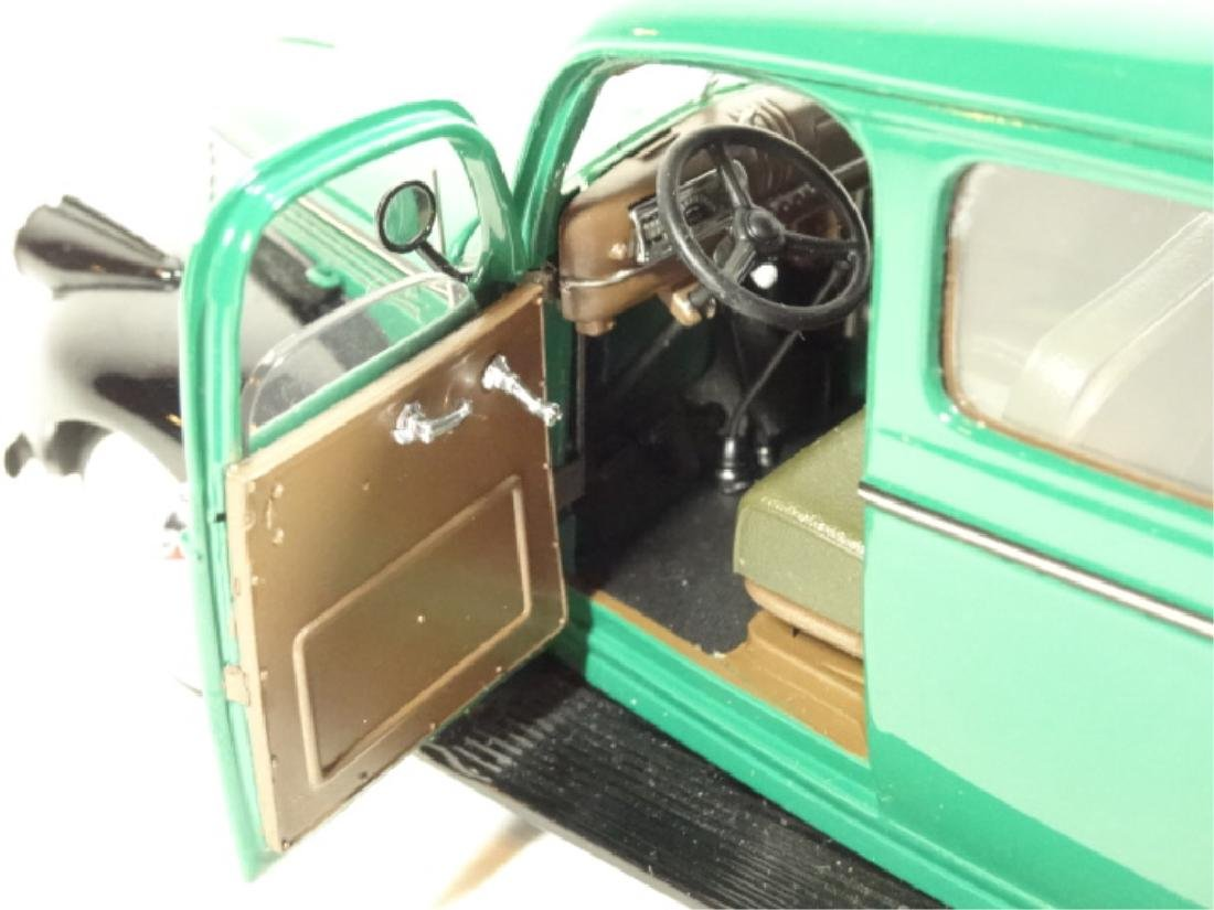 1946 CHEVROLET SUBURBAN, MINT CONDITION, DIECAST CAR BY - 7