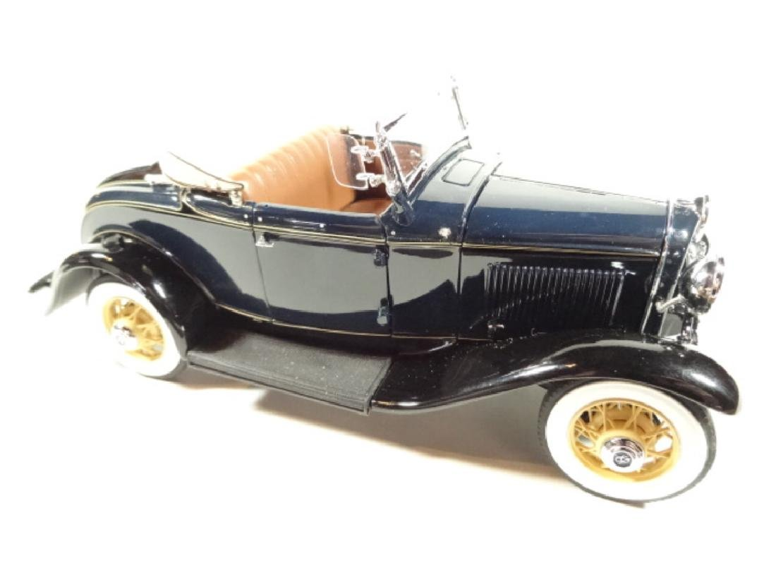 1932 FORD DELUXE ROADSTER V-8, MINT CONDITION, DIECAST