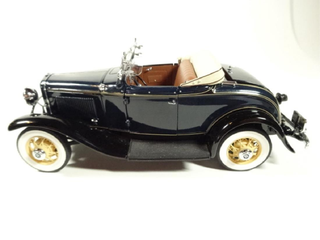 1932 FORD DELUXE ROADSTER V-8, MINT CONDITION, DIECAST - 4