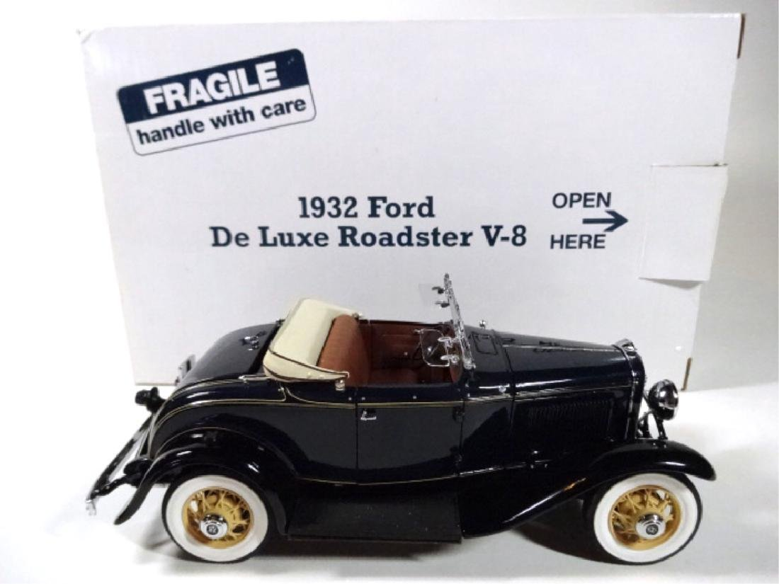 1932 FORD DELUXE ROADSTER V-8, MINT CONDITION, DIECAST - 7