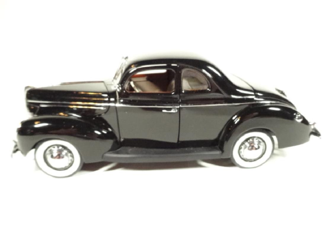 1939 FORD DELUXE COUPE, MINT CONDITION, LIMITED EDITION - 4