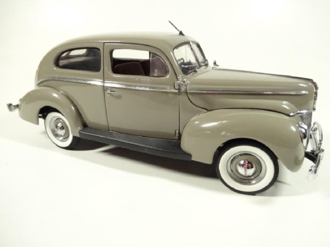 1940 FORD TUDOR DELUXE SEDAN, MINT CONDITION, DIECAST