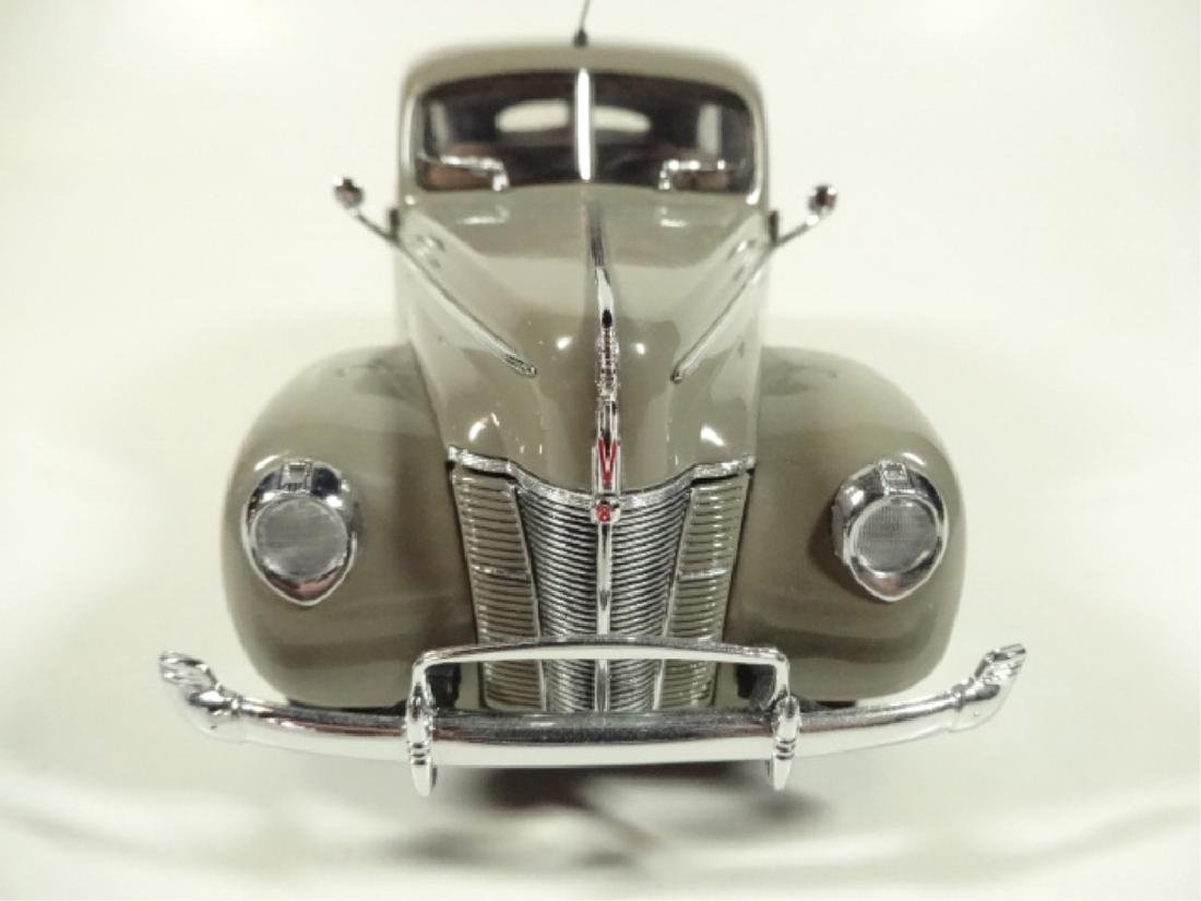 1940 FORD TUDOR DELUXE SEDAN, MINT CONDITION, DIECAST - 2