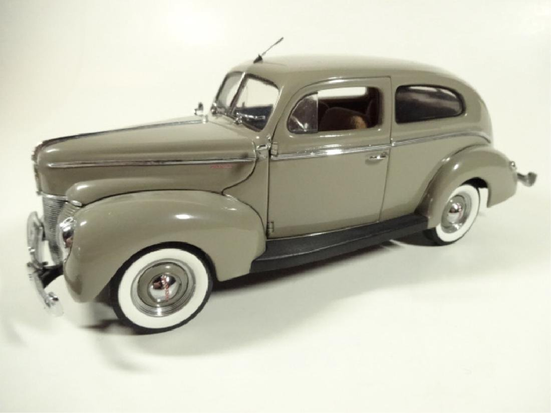 1940 FORD TUDOR DELUXE SEDAN, MINT CONDITION, DIECAST - 3