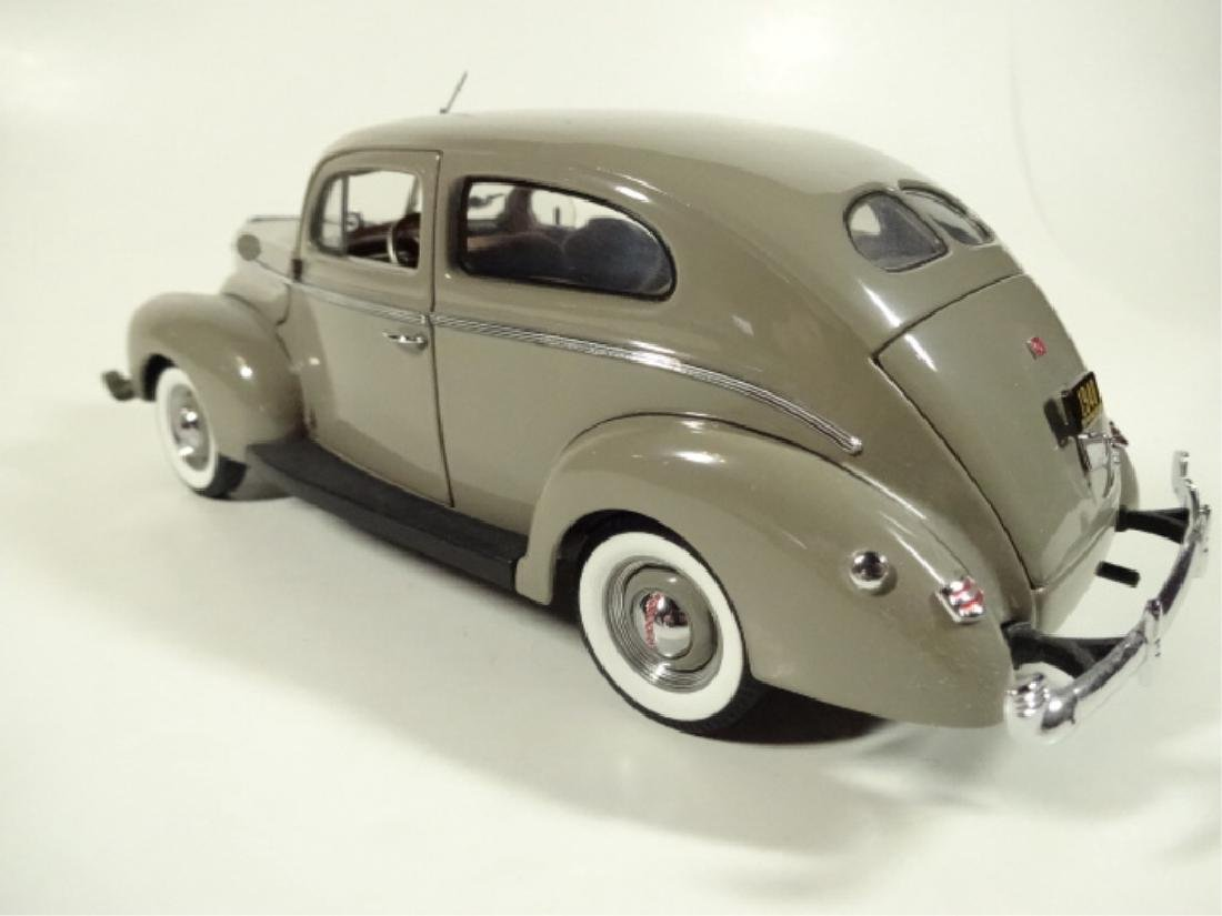 1940 FORD TUDOR DELUXE SEDAN, MINT CONDITION, DIECAST - 4