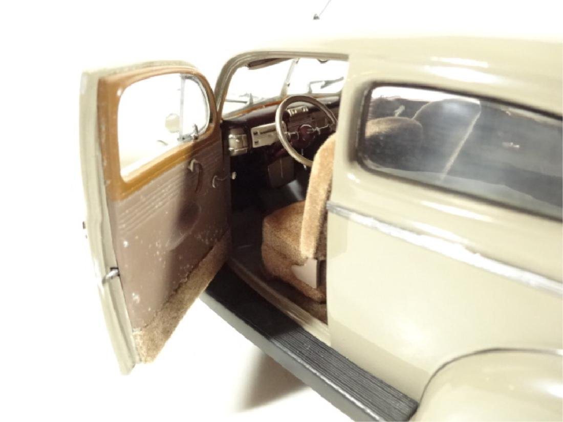 1940 FORD TUDOR DELUXE SEDAN, MINT CONDITION, DIECAST - 5