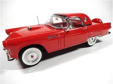 1956 FORD THUNDERBIRD, 1:24 DIECAST CAR BY DANBURY