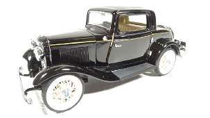 1932 FORD COUPE, 1:24 DIECAST CAR BY FRANKLIN MINT,