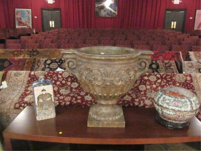 6: LARGE ORNATE INDOOR OUTDOOR PLANTER WITH ANTIQUE GOL