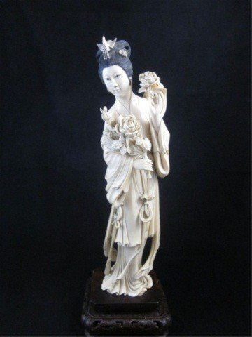 78: ANTIQUE CHINESE IVORY FIGURINE OF A BEAUTY