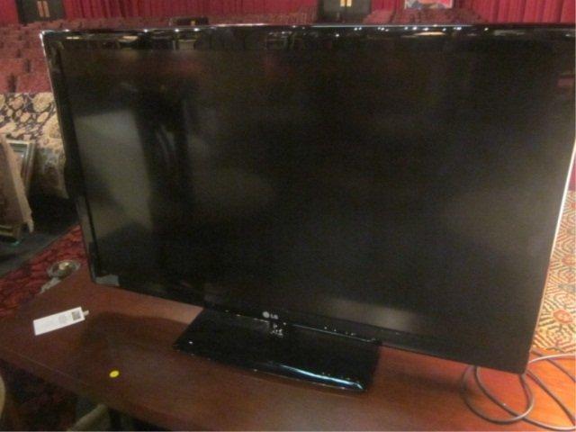 "28: 47"" FLAT SCREEN LCD HD TV MODEL NUMBER 47LK520, BY"