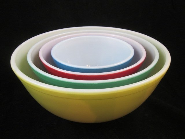 "11: VINTAGE PYREX ""PRIMARY COLORS"" MIXING / NESTING BOW"