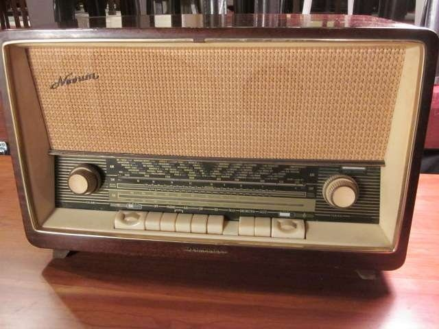12: MIDCENTURY NOVUM GERMAN TUBE RADIO, CIRCA 1955, NOV