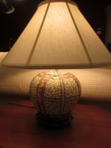 23: SMALL CHINESE PORCELAIN LAMP WITH WHITE, GREEN, AND