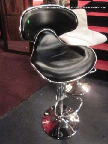 25: NEW, NEVER USED BLACK LEATHER BARSTOOL WITH CURVED