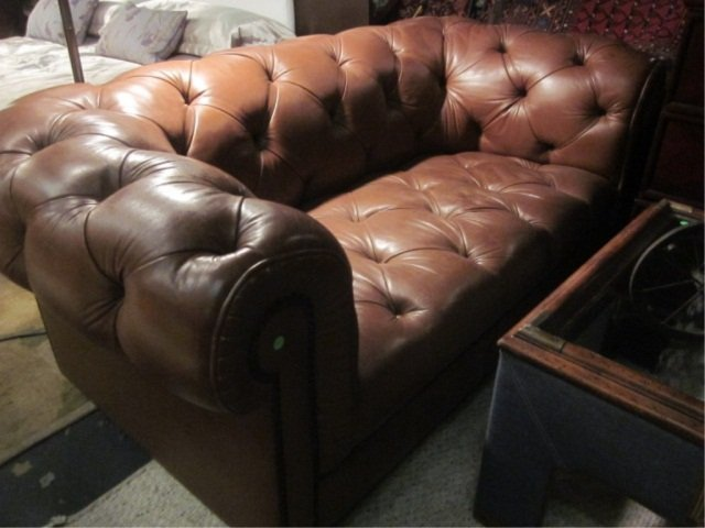 6A: CHOCOLATE LEATHER CHESTERFIELD STYLE LOVESEAT WITH