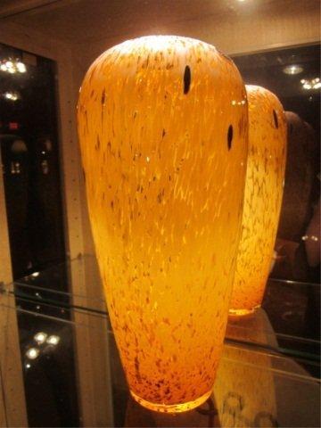 9: LARGE MURANO ART GLASS VASE IN AMBER, WITH MURANO LA