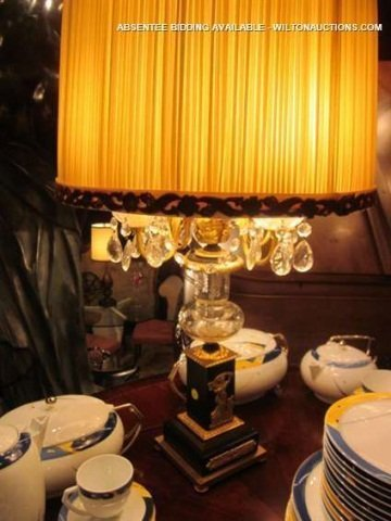 16: ORNATE VINTAGE GILT BRONZE TABLE LAMP WITH CRYSTAL
