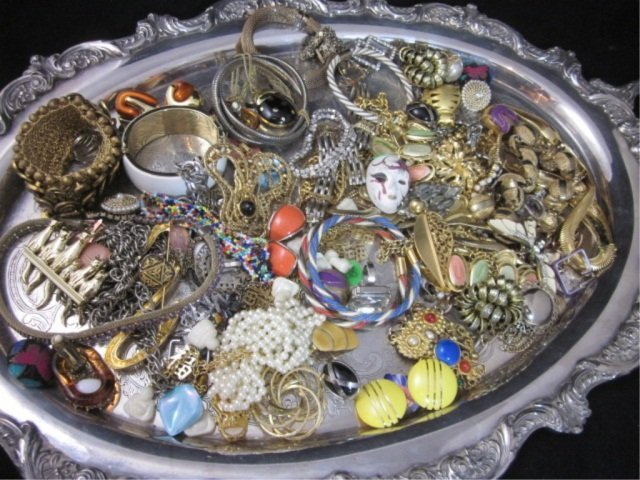 28: COLLECTION OF COSTUME JEWELRY, SOLD TOGETHER (TRAY