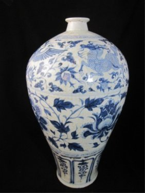 92: MING DYNASTY VASE (1368-1644 AD) BLUE & WHITE WITH