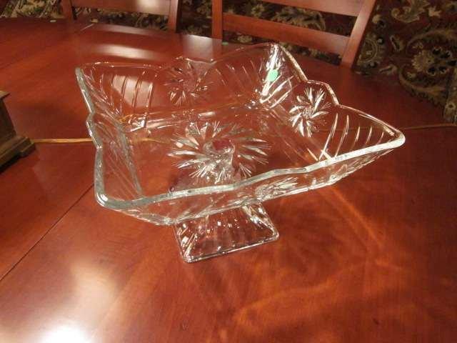 1: LEAD FREE CRYSTAL GLASS SQUARE BOWL ON PEDESTAL BASE