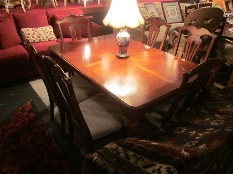 5A: QUEEN ANNE STYLE DINING TABLE IN MEDIUM FINISH WITH