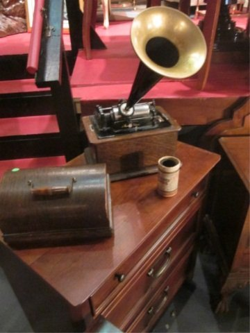 1: VINTAGE EDISON PHONOGRAPH IN WOOD CASE WITH 1 RECORD