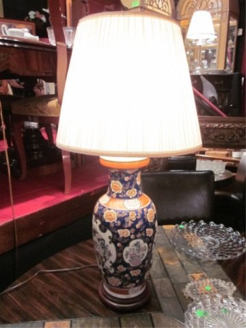4: BLUE AND WHITE PORCELAIN TABLE LAMP, CHINESE STYLE W