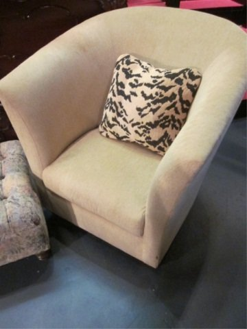 10: CONTEMPORARY TUB STYLE ARMCHAIR IN NEUTRAL CHENILLE